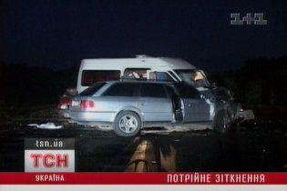 Автобус із заробітчанами на Львівщині потрапив у ДТП, є жертви