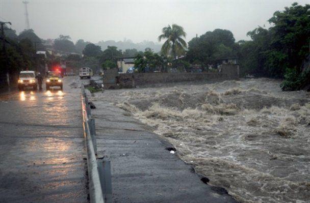 """Тропічний шторм """"Алекс"""" став першим у сезоні ураганом"""