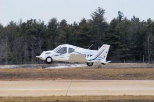 Американцы начали производить летающие автомобили (видео)