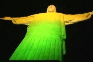 Статую Христа в Ріо-де-Жанейро розфарбували в кольори бразильського прапора