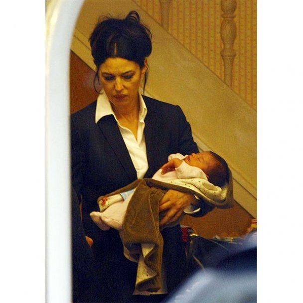 Моника Белуччи показала новорожденную дочь