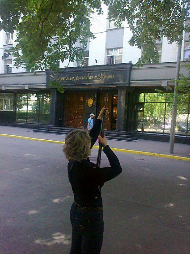 Журналисты обстреляли окна Генпрокуратуры