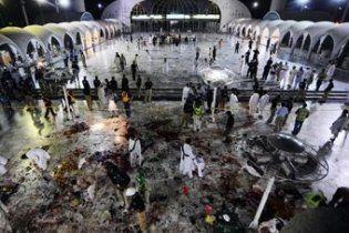 У Пакистані терористи-смертники підірвали мечеть: 41 загиблий