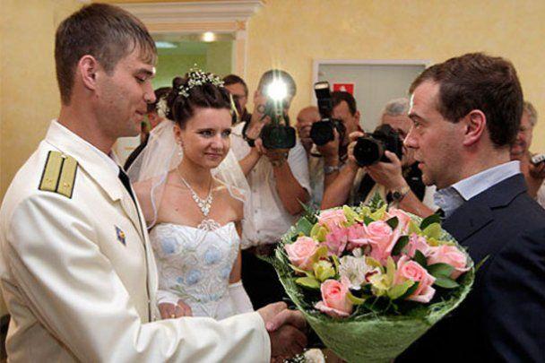 Медведев стал свидетелем на свадьбе