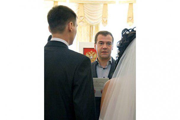 Мєдвєдєв став свідком на весіллі