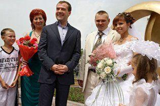 Медведев стал свидетелем на трех свадьбах