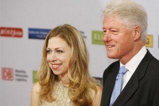 Журналістів заарештували за інтерес до весілля доньки Клінтонів