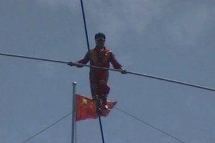 Китайський канатоходець провів 2 місяці над стадіоном у Пекіні