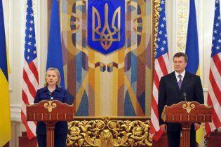 Клінтон заявила, що її надихає захист Януковичем свободи слова