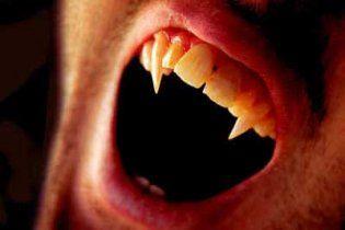 """Сага """"Сумерки"""" обеспокоила медиков: дети представляют себя вампирами и калечатся"""