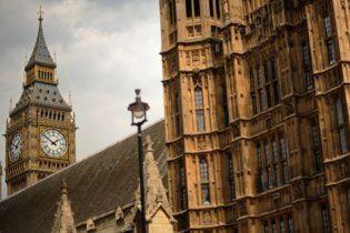 Правительство Британии готовится уволить миллион госслужащих