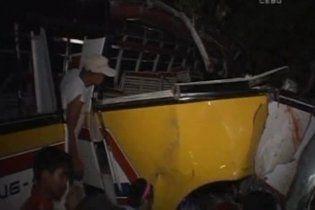 На Філіппінах в результаті ДТП загинули щонайменше 15 людей