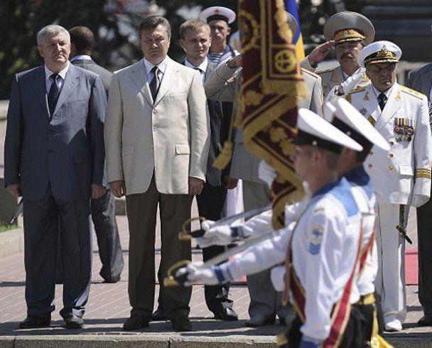 """Янукович побажав морякам """"сім футів під килем"""""""