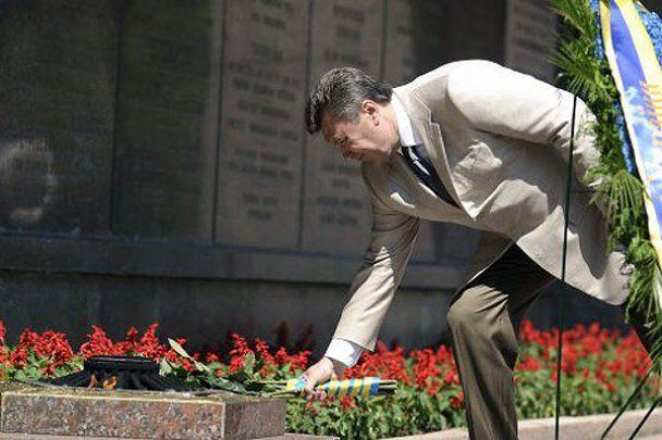 """Янукович пожелал морякам """"семь футов под килем"""""""