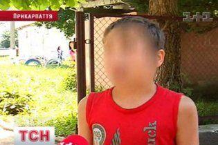 На Прикарпатті мати намагалася продати свого 10-річного сина в рабство