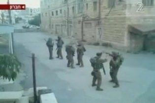 Израильские военные устроили танцы во время обхода улиц Хеврона