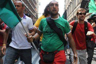 Пять тысяч пострадавших от землетрясения пытались прорваться к Берлускони