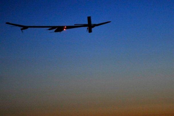 Самолет на солнечной энергии продержался в воздухе целые сутки