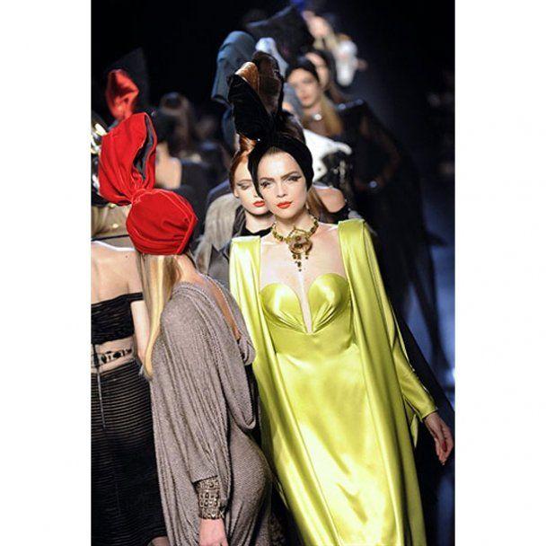 Дита фон Тиз разделась на показе Готье в Париже