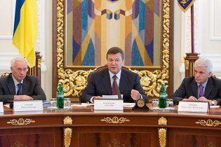 Янукович, Азаров и Литвин проводят свои отпуска друг возле друга