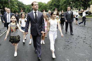 Дмитрий Медведев станцевал под дождем