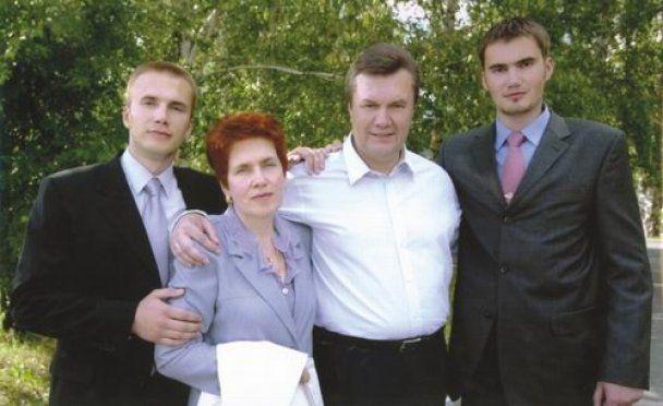 Колишні сусіди Януковича: Люда завжди проводжала Віктора до ліфта