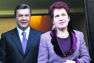 """Янукович підписав закон, яким чоловіка визнано """"близьким родичем"""""""