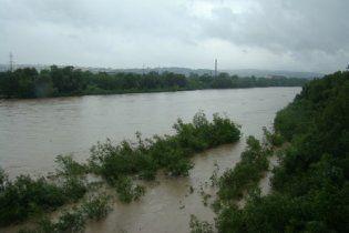 Из-за наводнения на Прикарпатье возникла угроза холеры