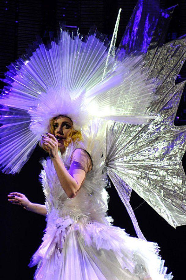 Закривавлена Lady GaGa виступила у Нью-Йорку