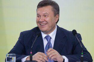 Янукович активно работает, несмотря на отпуск