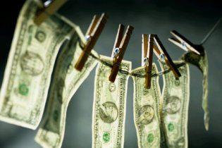 Безработный нашел 150 тысяч долларов и отдал их полиции