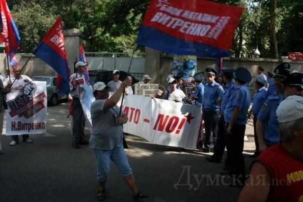 Бійка між противниками НАТО і міліцією в Одесі