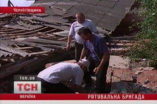Чернігівські селяни витягли з-під завалів двох людей