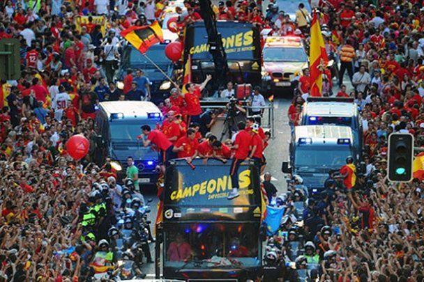 Сборную Испании в Мадриде встретили миллионы фанатов