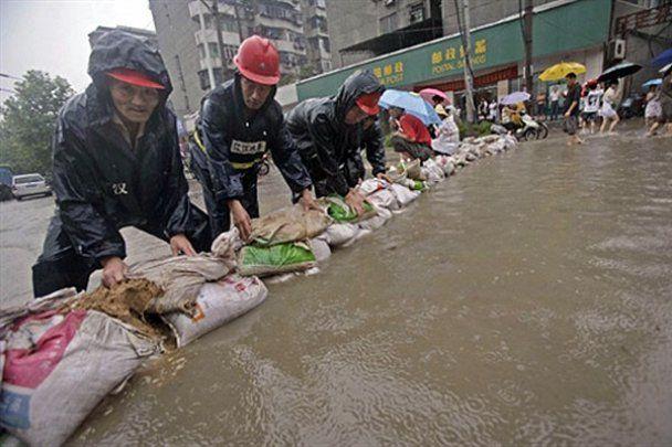 Тисячі китайців постраждали від повені