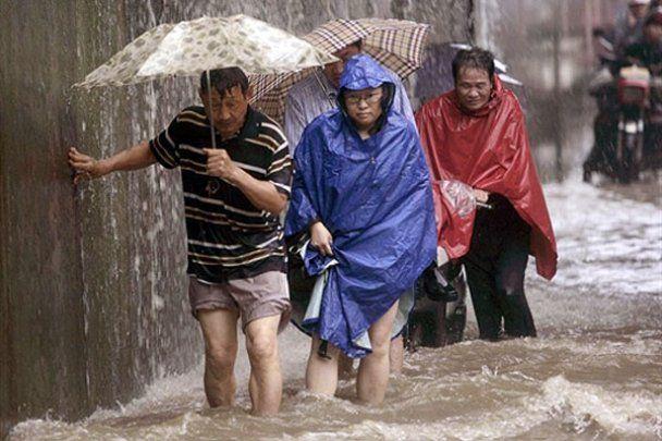 Тысячи китайцев пострадали от наводнения