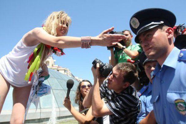 Активісток Femen оштрафували на 119 грн за голі груди на Майдані