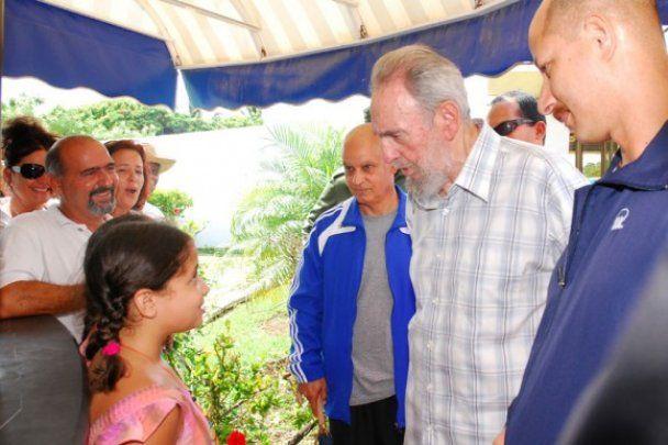Фидель Кастро посетил океанариум, где встретил дочь Че Гевары