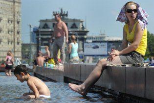В 37-градусную жару в Москве включили отопление