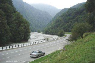 В Южной Осетии автобус сорвался в пропасть: 11 погибших