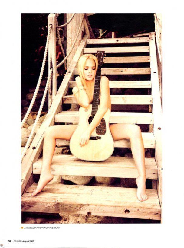 Обнаженная Линдсей Лохан с гитарой снялась для GQ