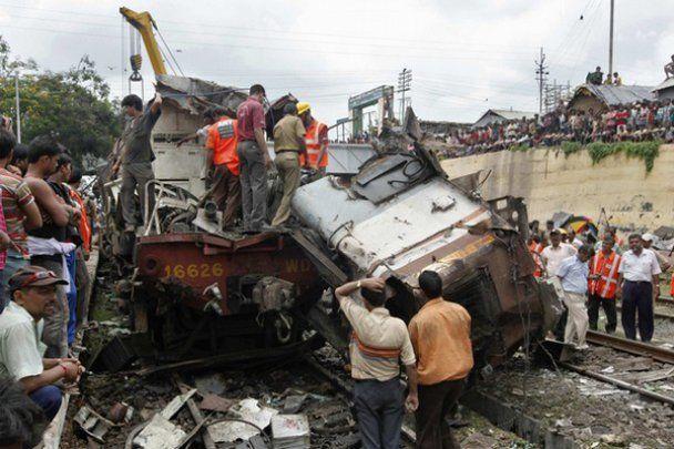 Аварія пасажирських потягів у Індії