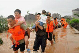 Через повені було евакуйовано 100 тисяч китайців