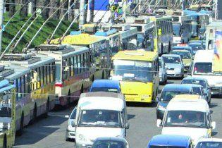 Азаров обещает уменьшить киевские пробки к Евро-2012