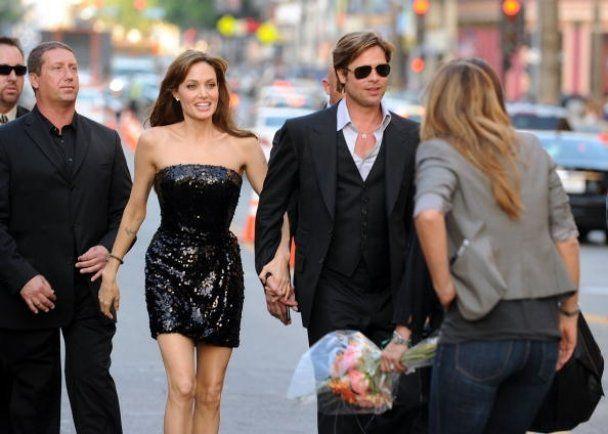 Джоли подарит Брэду Питту бриллиантовый кулон
