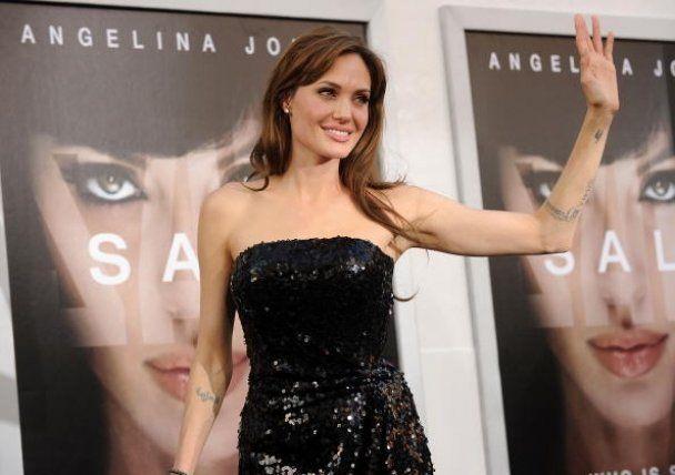 Став відомий режисер 3D-фільму про Клеопатру з Джолі