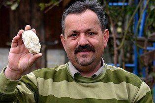 """Боснієць """"розлютив інопланетян"""": його будинок засипало метеоритами"""
