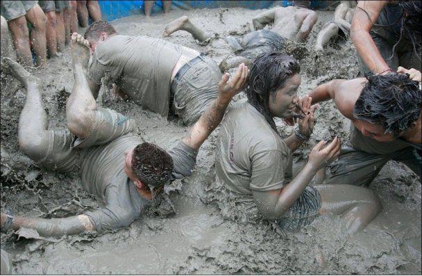 """У Південній Кореї влаштували """"брудні"""" розваги"""