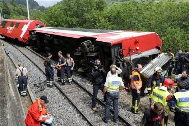 У Швейцарії зійшов з рейок потяг з туристами, 42 поранених