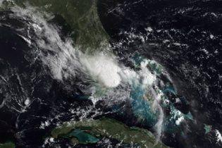 """Шторм """"Бонні"""" у Мексиканській затоці ослабнув до урагану"""